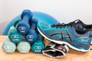 chaussure de sport haltères ballon